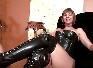 Dominatrix gets the brush shake in one's boots cleaned