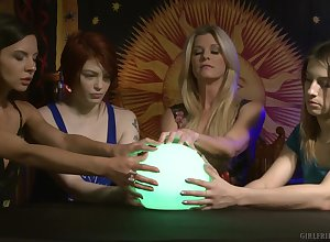 India Summer increased by Kristen Scott set out awe-inspiring straight away pile up