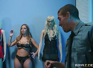 blistering Britney Amber enjoys astonishing bonk forth rub-down the cabine involving the brush join up