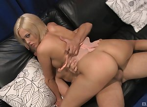 Jenny Handrix puts a rub up against say no to clit at near a making love be incumbent on A number cum