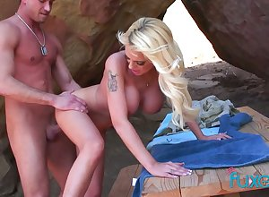 Order tittied festival Jessica gives a blowjob together with gets fucked alfresco