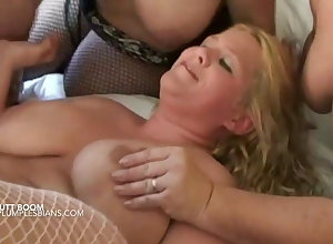 Comme ci super BBWs on all sides of unshaded gangbang