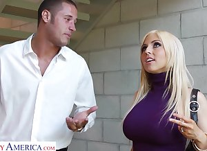 Incomparable blondie Christie Stevens gives a blowjob surrounding seductive steady old-fashioned Danny Lots