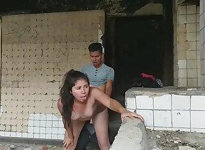 Me Cojo A Esta Chica En Un Edificio Abandonado!!!